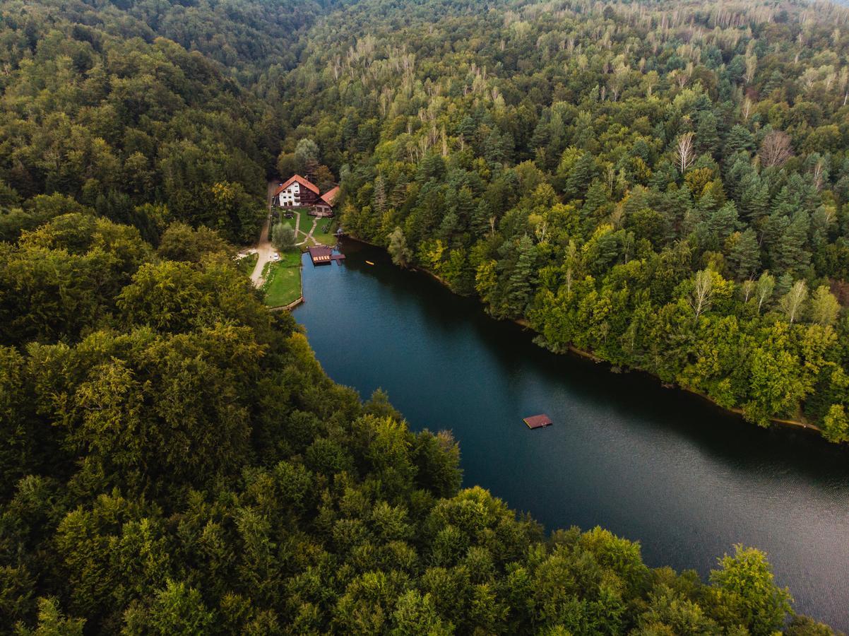 cazare-pensiune-malul-lacului-1