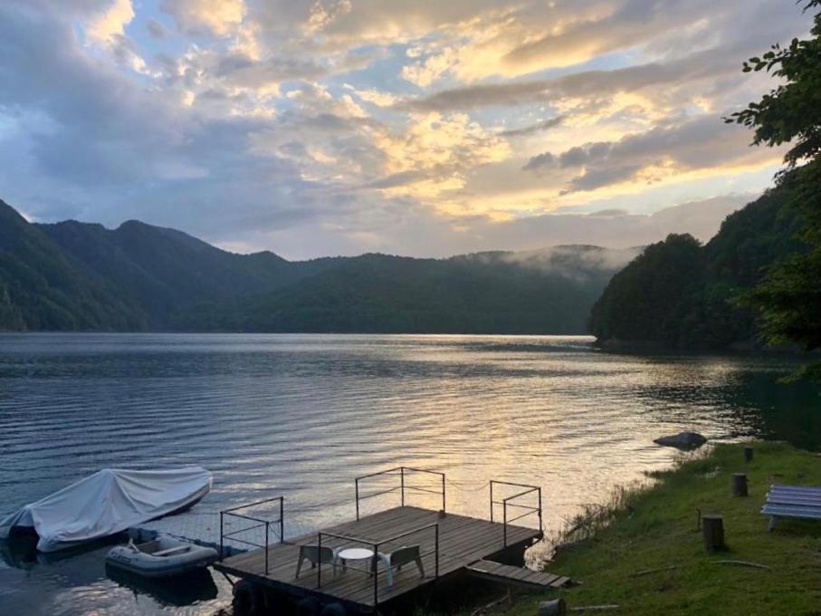 cazare-pe-malul-lacului-vidraru-1